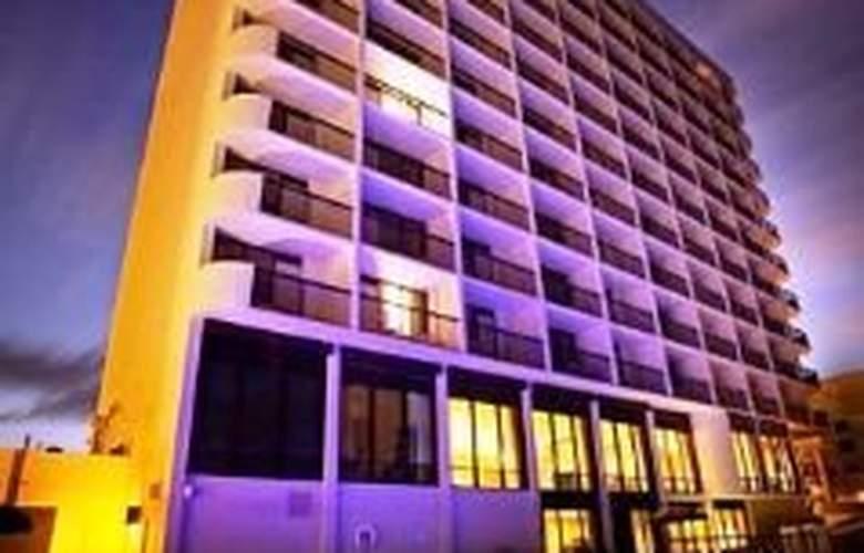 Holiday Inn Express Oceanfront - General - 0