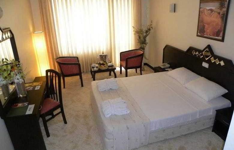 Adonis Hotel - Room - 6