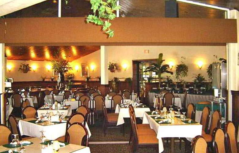 Quality Inn & Suites Golf Resort - Restaurant - 7