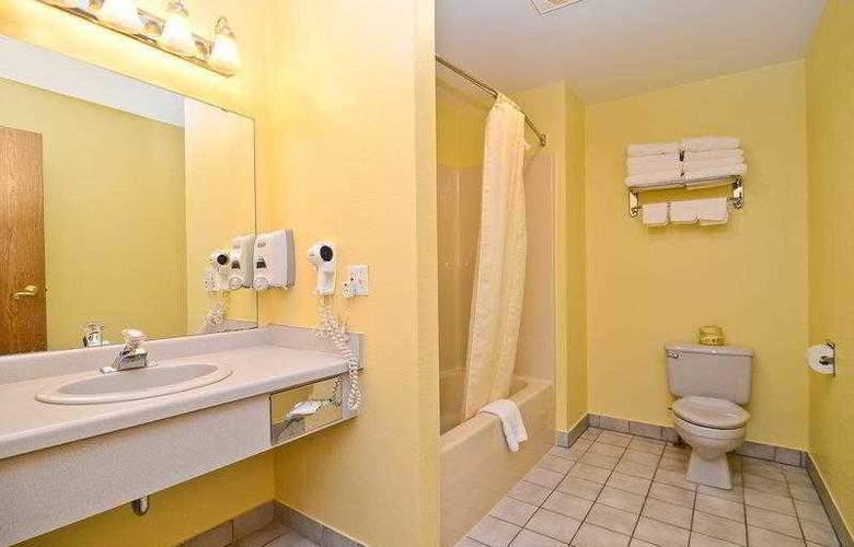 Best Western Ambassador Inn & Suites - Hotel - 14