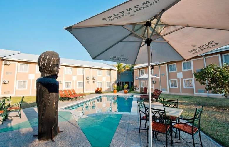 Protea Hotel Ondangwa - Pool - 12
