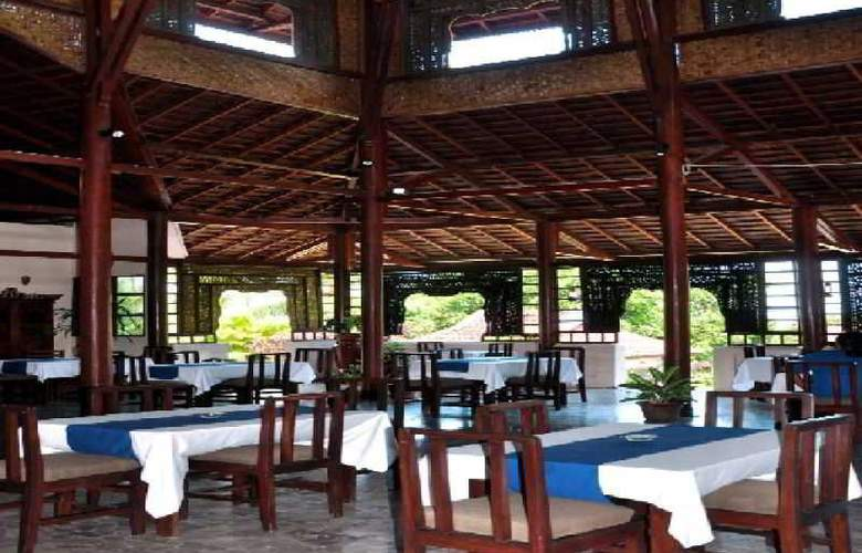 Puri Bunga Resort & Spa - Restaurant - 17