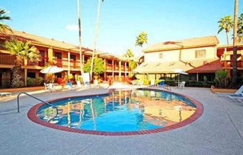 Quality Inn & Suites Mesa - Pool - 3