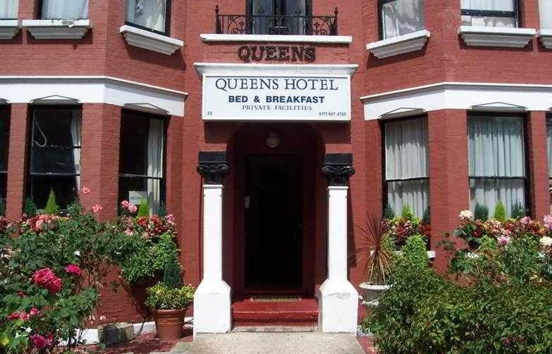 Queens - Hotel - 0