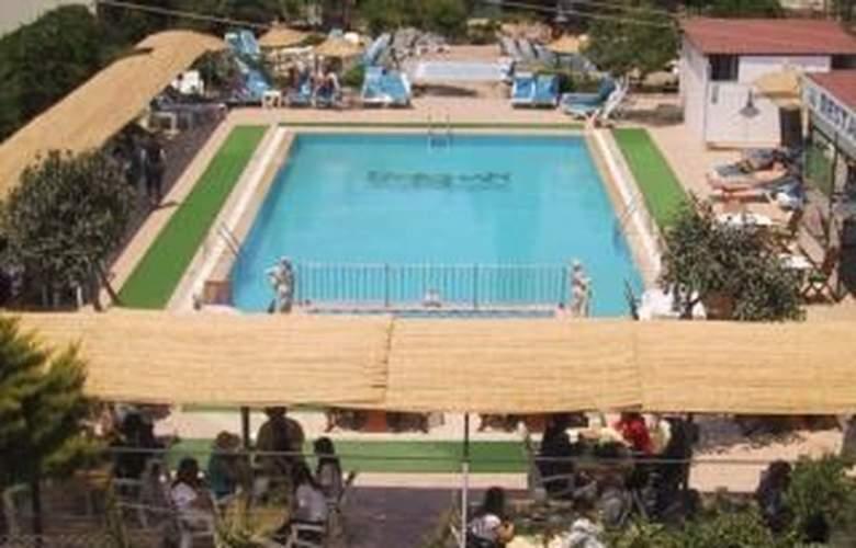 Reishan Apartment - Pool - 5