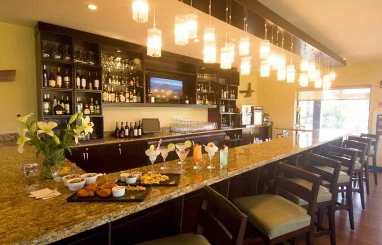 Hilton Garden Inn Liberia Airport - Bar - 32