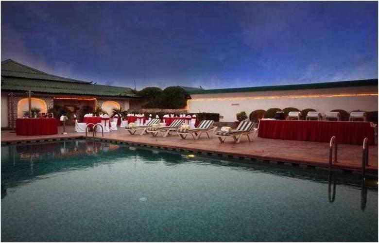 Country Inn & Suites By Carlson, Jaipur - Pool - 4