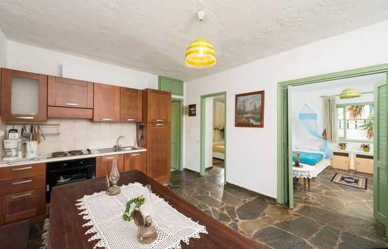 Elounda Apartaments - Hotel - 2