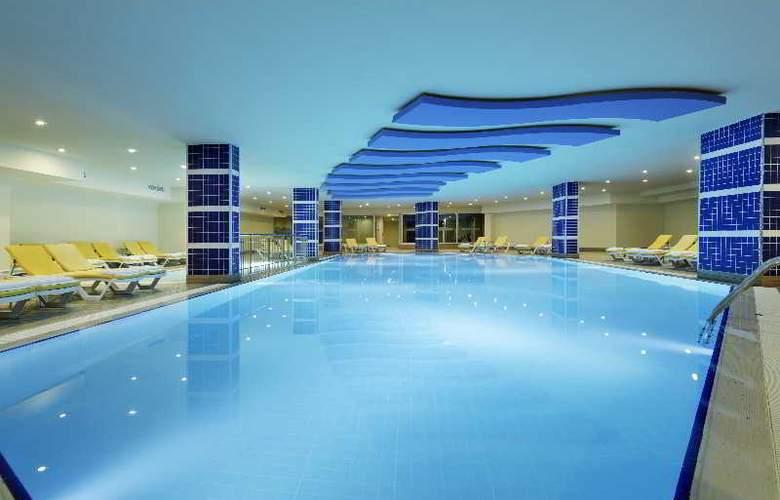Zen The Inn Resort & Spa - Pool - 3