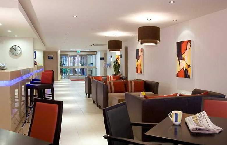 Holiday Inn Express Exeter - Bar - 10