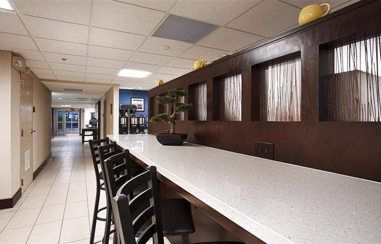 Berkshire Hills Inn & Suites - Restaurant - 92