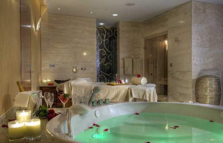 Grand Hotel Kempinski High Tatras - Pool - 31