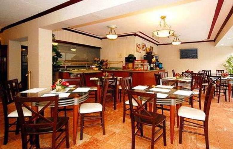 Quality Inn & Suites - Bar - 10