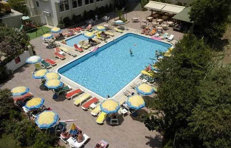 Prestige Hotel & Apart - Pool - 7