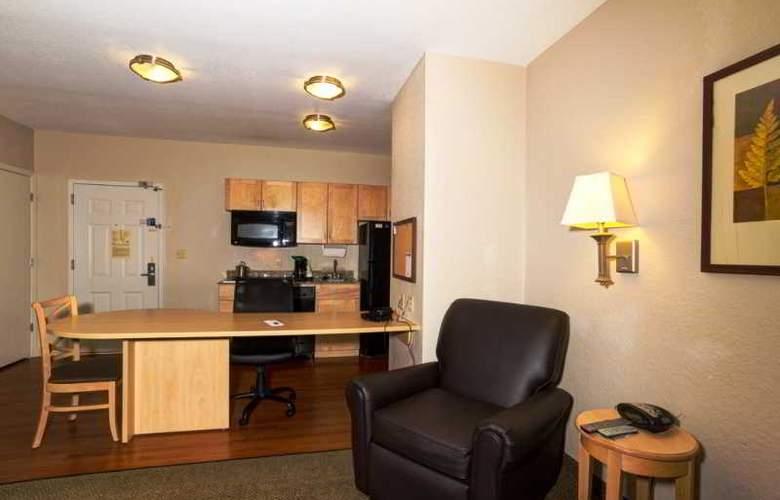 Candlewood Suites Fort Myers - Room - 12