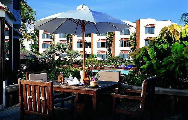 Palmeraie Beach Hotel Rayong - Terrace - 9