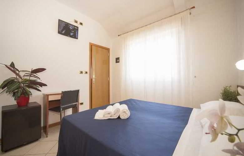 Manola - Room - 17