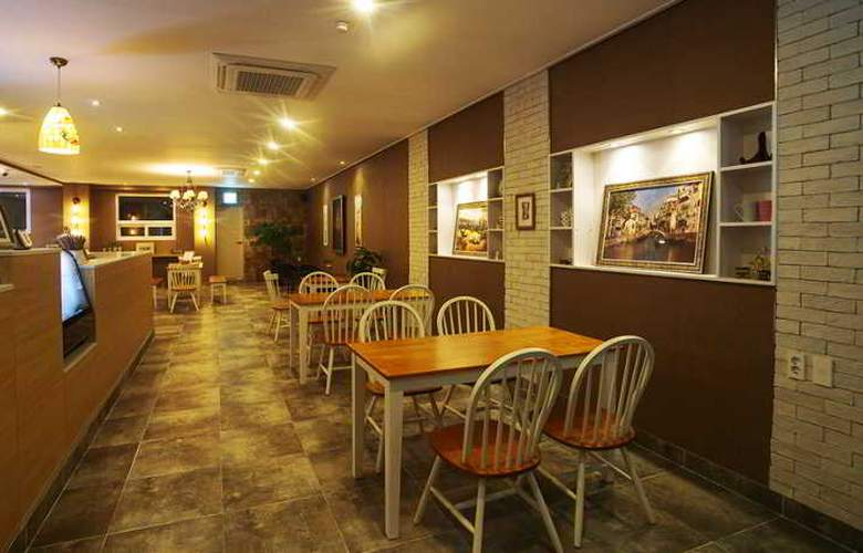 Orange Tree Hotel & Cafe - Restaurant - 11