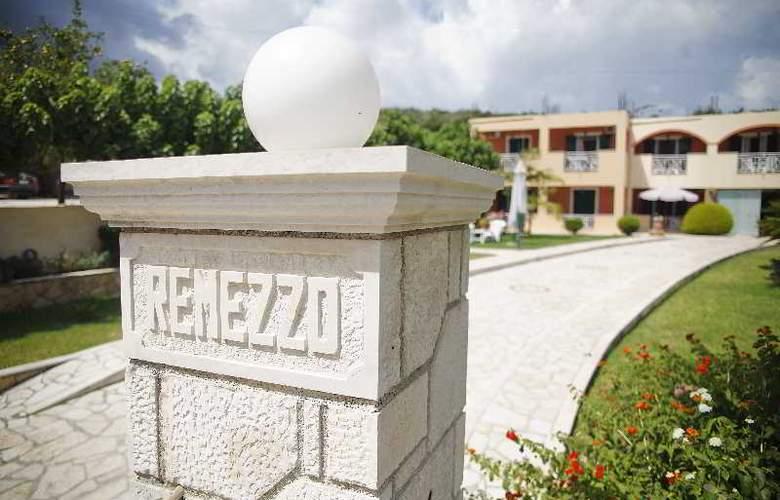 Remezzo - Bar - 0
