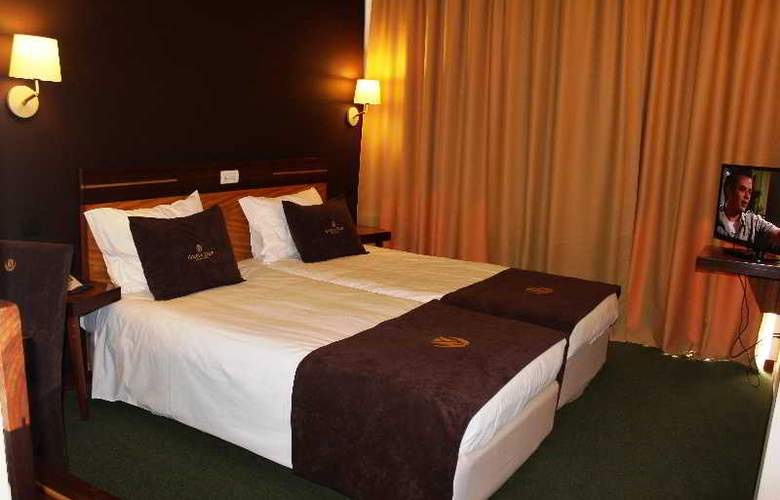 Golden Tulip Braga - Room - 32