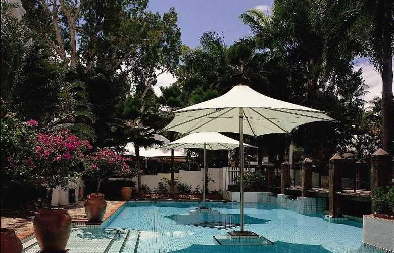 Alamanda Palm Cove by Lancemore - Pool - 1