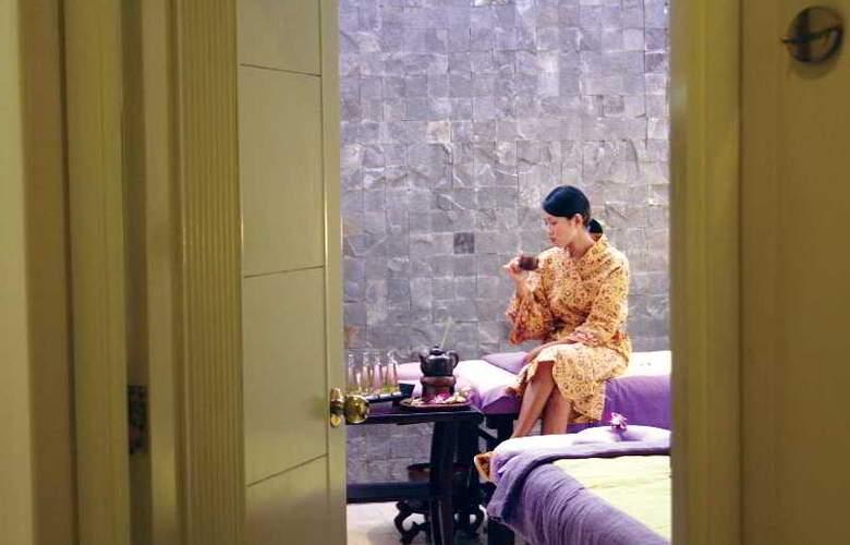 The Phoenix Hotel Yogyakarta MGallery by Sofitel - Restaurant - 17