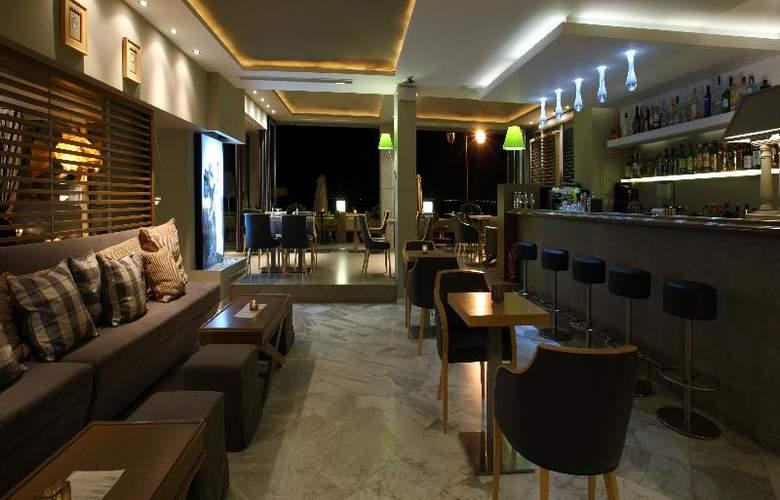 Golden Star Hotel - Bar - 26