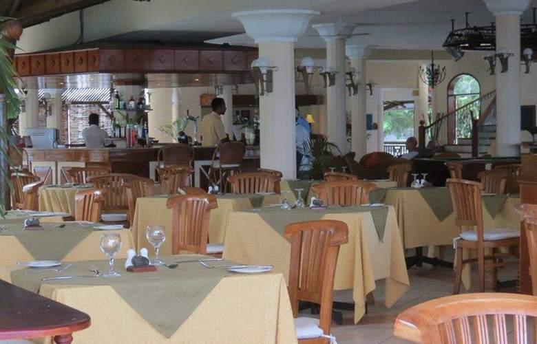 Le Peninsula Bay Beach Resort & Spa  - Restaurant - 3