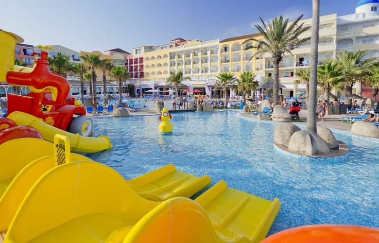 Mediterraneo Bay Hotel & Resort - Pool - 14