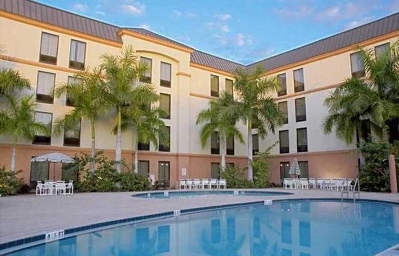 Hampton Inn St. Petersburg - Pool - 0