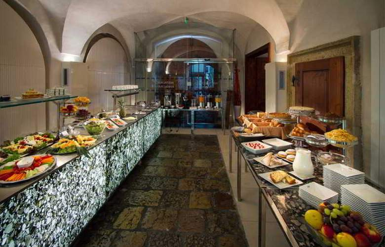 Three Storks Hotel - Restaurant - 30