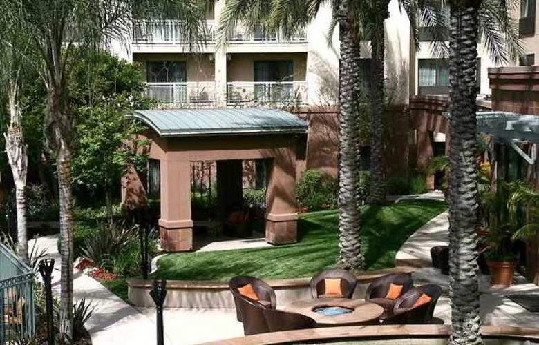 Courtyard Los Angeles Burbank Airport - Hotel - 13