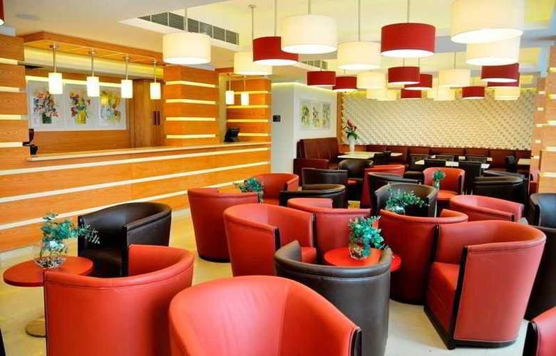 WH Hotel - Restaurant - 3