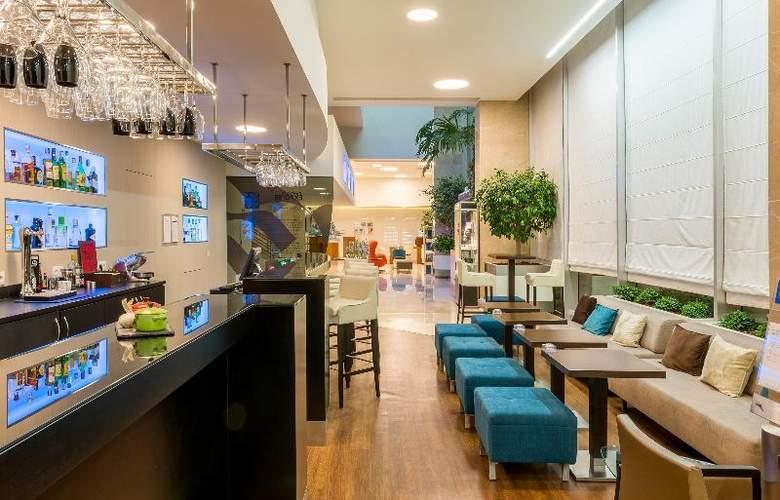 Tryp Lisboa Oriente - Bar - 9