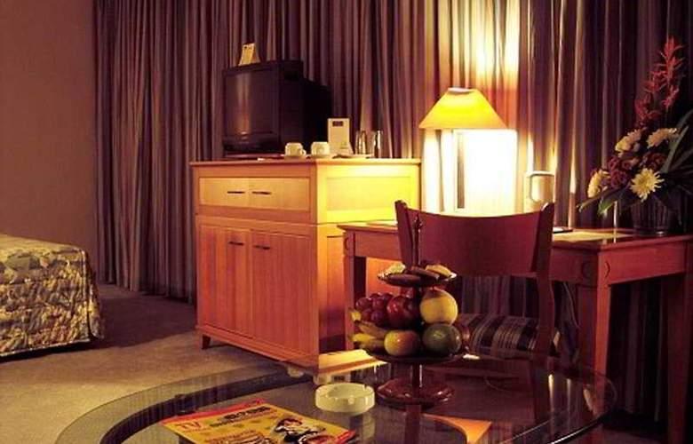 The Ritzy Hotel Manado - Room - 2