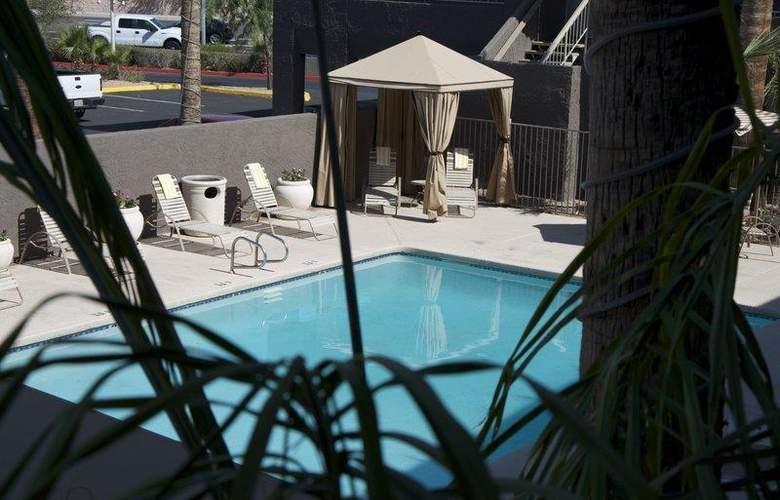 Best Western Plus Innsuites Phoenix Hotel & Suites - Room - 45