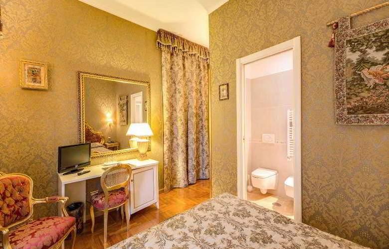 Romance - Room - 22