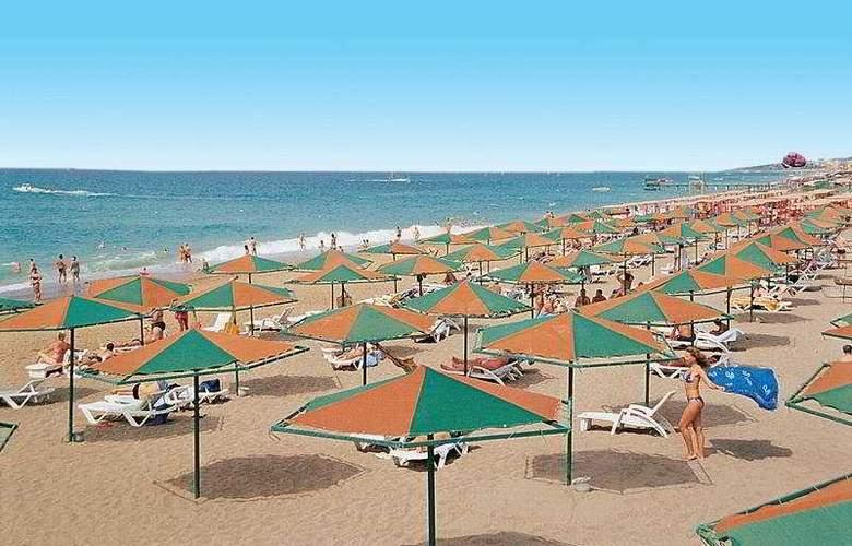 Grand Prestige Hotel - Beach - 6
