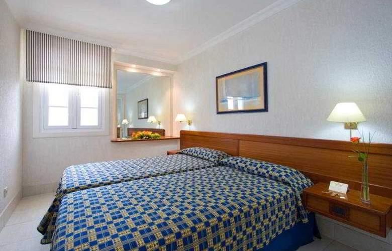 Fariones Apartamentos - Room - 3