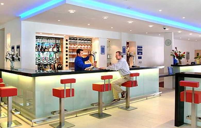 Holiday Inn Express Newcastle City Centre - Bar - 4