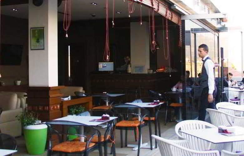 Relax Hotel - Bar - 2