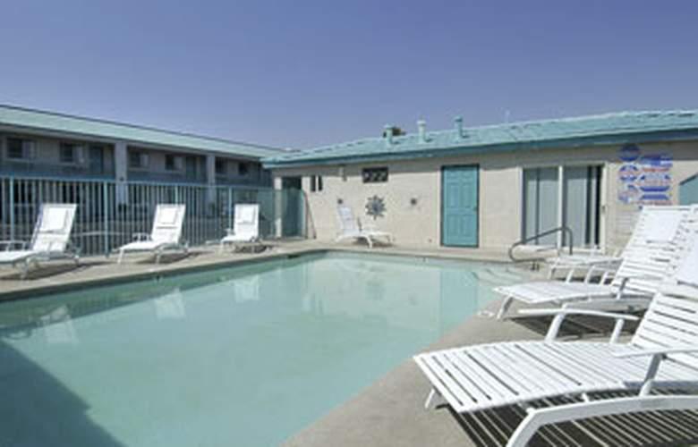 Ambassador Strip Inn Travelodge - Pool - 3