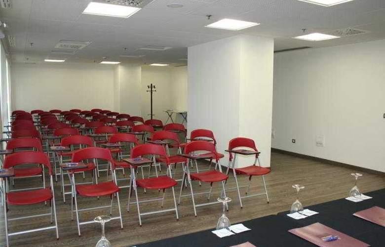 Tulip Inn Zaragoza Plaza Feria - Conference - 10