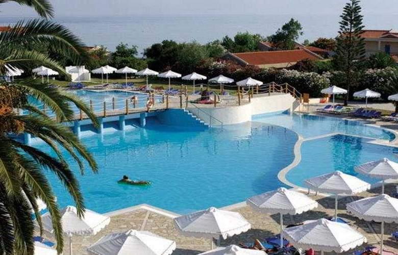 Mitsis Roda Beach Resort & Spa - Pool - 4