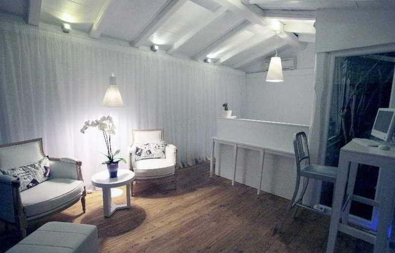 White Suites - Room - 2