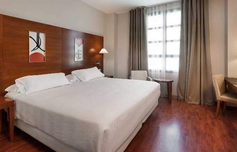 NH Valencia Las Artes - Room - 9