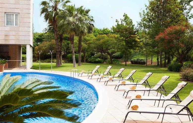 Novotel Barcelona Cornella - Pool - 30
