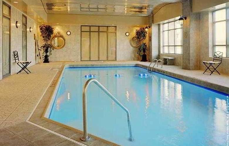 Holiday Inn Select Oakville - Pool - 3