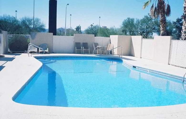 Stone Inn UofA - Pool - 3