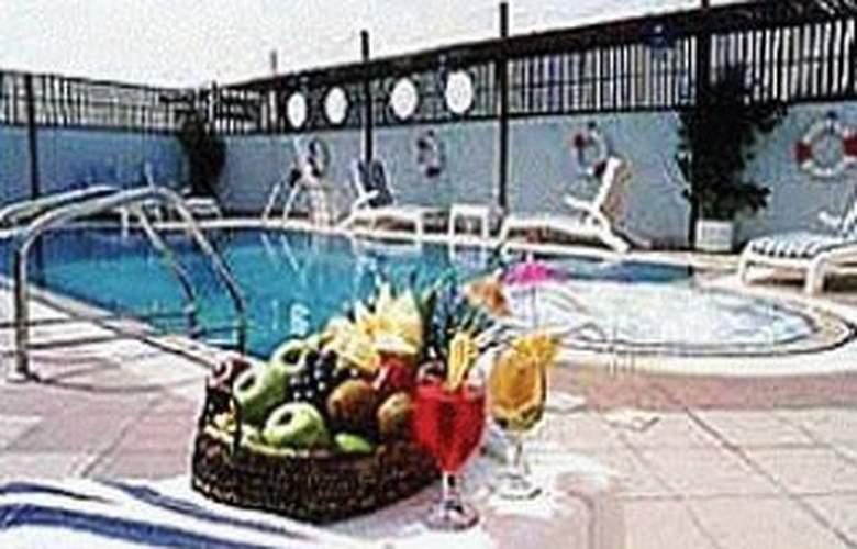 Mayfair - Pool - 2
